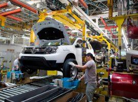 Дилеры сообщили о дефиците самой популярной модели Renault в России